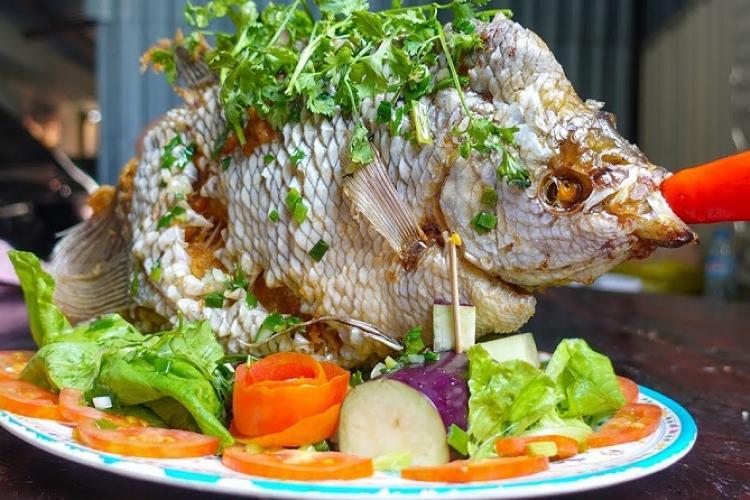 Về Vĩnh Long thưởng thức cá tai tượng chiên xù