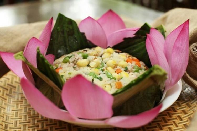 """""""Độc đáo"""" món cơm lá sen xứ Huế"""